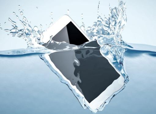 mon-telephone-est-tombe-dans-l-eau-comment-le-sauver
